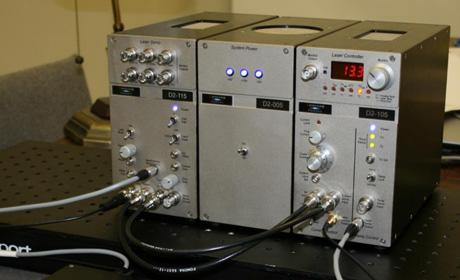 周波数安定化レーザー・エレクトロニクス