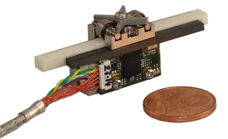 ピエゾアクチュエーター/ピエゾモーター NANOS Instruments エンコーダー付きピエゾモーター